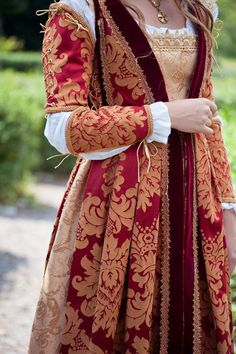 Italian Renaissance costume Juliet dress romantic gown made Mode Renaissance, Costume Renaissance, Medieval Costume, Renaissance Fashion, Renaissance Clothing, Italian Renaissance Dress, Historical Costume, Historical Clothing, Historical Women
