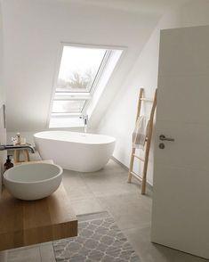 Hausbesuche: Heute bei der wundervollen Nine aus NRW – Vicky Hellmann Home visits: Today at the wonderful Nine from NRW -. Loft Bathroom, White Bathroom, Bathroom Interior, Modern Bathroom, Small Bathroom, Bathroom Ladder, Bathroom Ideas, Bad Inspiration, Bathroom Inspiration