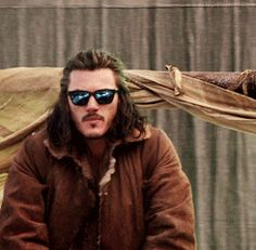"gif of "" Bad the Rebelman""  behind the scenes of the Hobbit. Bard the Bowman played by Luke Evans"