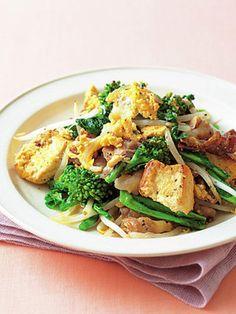 ゴーヤの苦みの代わりに菜の花を使うやさしい味わいの炒めもの|『ELLE a table』はおしゃれで簡単なレシピが満載!