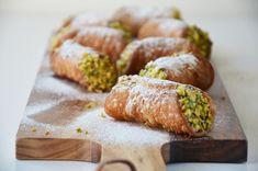 Cannoli siciliani Cannoli, Pancake Muffins, Pancakes, Pie Cake, Marsala, Ricotta, Baked Potato, Sweet Recipes, Sushi