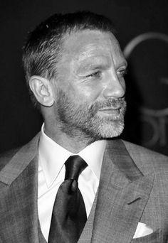 Beard Cuts for Men Daniel Craig > a handsome bearded man. He's a silver fox!Daniel Craig > a handsome bearded man. He's a silver fox! Rachel Weisz, Beard Cuts, Handsome Bearded Men, Daniel Craig James Bond, Craig 007, Craig Bond, Most Stylish Men, Look Man, Skyfall