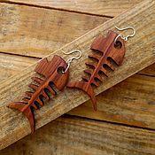 Украшения ручной работы. Ярмарка Мастеров - ручная работа Деревянные серьги скелет рыбки. Handmade.