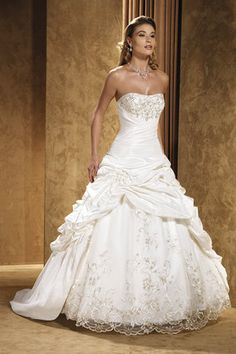 This dress is absolutely gorgeous! This is literally my dream dress....