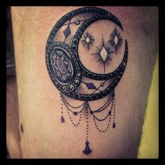 Learn the moon tattoo meaning behind this beautiful symbol. Find your moon tattoo at the center of stories, legends, myths, religions, and magical tales. Star Tattoos, Great Tattoos, Beautiful Tattoos, Body Art Tattoos, New Tattoos, Awesome Tattoos, Beautiful Moon, Tribal Moon Tattoo, Celestial Tattoo