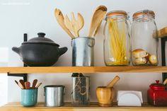 29-decoracao-cozinha-prateleiras-mao-francesa-ingredientes