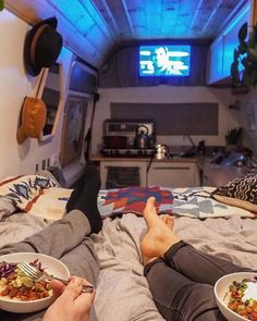 Vanlife Entertainment Netflix And Chill Van Life Guide At First Glance Vanlife Seems To Be Perfect However You Shouldn T Underestimate It In This Guide We Cover Everything You Need To Know About Van Life Netflix And Chill Anyone By We Who Roam Kombi Trailer, Kombi Motorhome, Vw Lt Camper, Camper Life, Combi Wv, Auto Camping, Bus House, Tiny House, Kombi Home