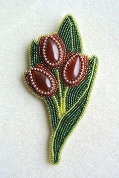 Beaded Tulip Brooch by Bead Embroidery Patterns, Bead Embroidery Jewelry, Beaded Embroidery, Beading Patterns, Embroidery Designs, Beading Projects, Beading Tutorials, Seed Bead Jewelry, Beaded Jewelry