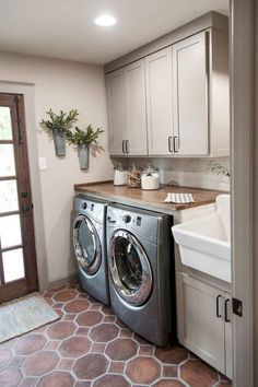 Laundry Room Design Ideas - the Dream Your Inspiration. Small laundry room design ideas will help you to enjoy the area around your washer and dryer. Room Remodeling, Laundry Room Remodel, Diy Laundry, Room Storage Diy, Laundry Room Color Schemes, Farmhouse Laundry Room, Room Makeover