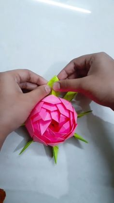 Cool Paper Crafts, Paper Flowers Craft, Paper Crafts Origami, Diy Crafts Hacks, Diy Crafts For Gifts, Easy Diy Crafts, Origami Paper, Cute Crafts, Flower Crafts