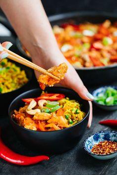Ďábelské kuře sbarevnou smaženou rýží - Proženy