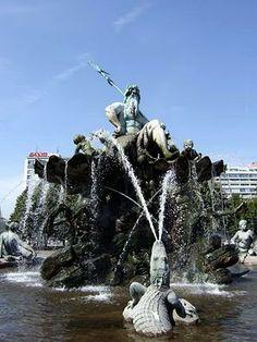 Berlin Neptunbrunnen Alexanderplatz  | repinned by an #Reiseagentur für Kita- und Klassenfahrten from #Berlin / #Germany - www.altai-adventure.de | Follow us on www.facebook.com/AltaiAdventure#!/AltaiAdventure