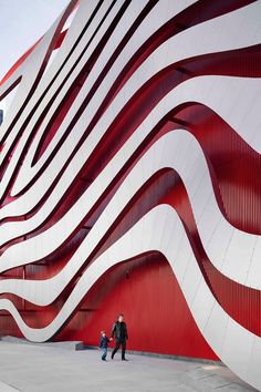 The Petersen Automotive Museum'ssite on Wilshire Boulevard in Los Angeles. Photography by John Edward Linden.