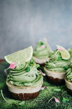 raw matcha, lime & vanilla cupcakes #raw #vegan #glutenfree