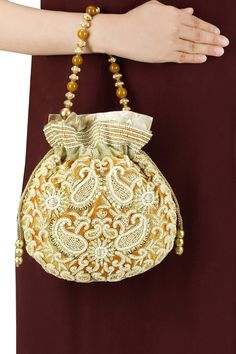Gold tissue paisley zardozi potli BY IMAGES. Shop now at perniaspopupshop.com #perniaspopupshop #clutch #amazing #traditional #musthave #love #jewellery #happyshopping #exquisite #shopnow Salwar Kameez, Fashion Bags, Fashion Accessories, Bullion Embroidery, Ethnic Bag, Potli Bags, Latest Designer Sarees, Beaded Bags, Outfits With Hats