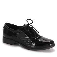 Sapato oxford Bruna Rocha 654-18976, confeccionado em material sintético envernizado com recortes e perfurações a laser. Fechamento com cadarço. A palmilha é revestida em PU macio para maior conforto.