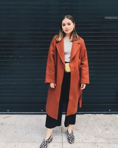 Vi er obsessede med disse Fanny-Pack Looks Classic Looks, Winter Coat, Fanny Pack, Autumn Fashion, Outfit Ideas, Cute Outfits, Normcore, Street Style, How To Wear