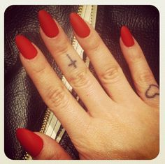 i wouldn't mind having claws like these for the summer