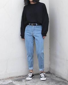 Pin by neni manahane on fashion in 2019 fashion outfits, mom jeans outfit. Tumblr Outfits, Mode Outfits, Retro Outfits, Jean Outfits, Vintage Outfits, Casual Outfits, Fashion Outfits, Jeans Fashion, Fashion Tips