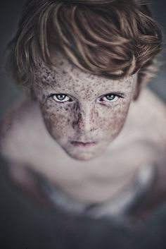 there is something so fascinating and beautiful about freckles!!