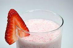 Lower Carb Strawberry Yogurt Smoothie - 5 medium strawberries, 1 cup unsweetened soy milk (or unsweetened almond milk), cup low fat Greek-style yogurt, 6 ice cubes Strawberry Yogurt Smoothie, Yogurt Smoothies, Raspberry Smoothie, Smoothie Drinks, Smoothie Bowl, Diabetic Smoothie Recipes, Low Carb Smoothies, Diabetic Friendly, Kitchens