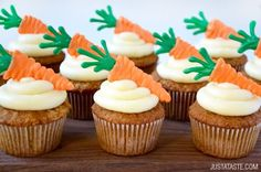 Carrot Cupcakes and Frosting. Get in the spring spirit with Carrot Cupcakes with Cream Cheese Frosting and edible carrot toppers! Frost Cupcakes, Carrot Cake Cupcakes, Easter Cupcakes, Mocha Cupcakes, Strawberry Cupcakes, Velvet Cupcakes, Flower Cupcakes, Christmas Cupcakes, Vanilla Cupcakes