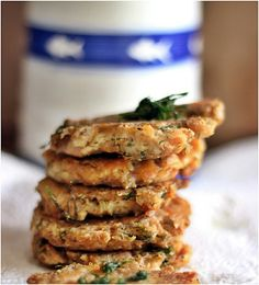 Salmon and tuna patties, Rally yummy. 2 cans of tuna in oil, without the  oil, 100 grams of smoked salmon, 1 egg, 2 tbl rice flour, lots of dill, black  pepper  and a pinch of choking powder. And oil for frying