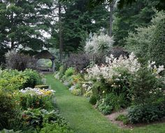 WSJ: Garden Tours: Walk, talk & gawk
