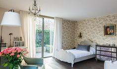 pieza de las hijas de josefina passalacqua Lounge, Couch, Bed, Room, Furniture, Home Decor, Gardens, Environment, House Decorations