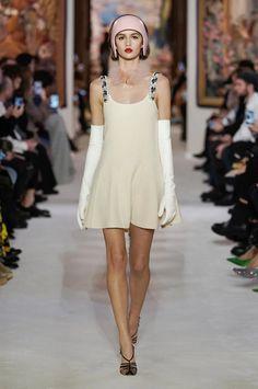 Lanvin Fall 2020 Ready-to-Wear Fashion Show Edwardian Fashion, Gothic Fashion, Paris Fashion, Fashion Show, Fashion Trends, Emo Fashion, 1920s Dress, Flapper Dresses, Elegant Gloves