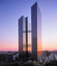 Ein neuer Arbeitstag in unserem MEP Büro in den Highlight Towers München beginnt. // Start of a new working day in our MEP office Highlight Towers Munich. #energy #photovoltaik #solar #business #work #follow4follow #solarenergy #green #highlighttowers #munich