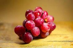 Healthy Food From Backyard : Best Way Growing Grape Top Healthy Foods, Healthy Recipes, Diabetic Foods, Eat Healthy, Healthy Living, Bagels, Biscuits Aux Raisins, Testosterone Boosting Foods, Increase Testosterone