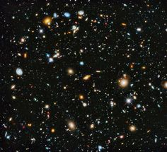 Si lo pudiésemos ver en su escala más grande, aquella en la que las galaxias no serían más que puntos de luz, sabríamos cuál es la forma del universo. Pero como no tenemos esa posibilidad, la cosmología intenta ofrecernos una respuesta, y tenemos alguna que otra idea sobre cuál podría ser su aspecto... #astronomia #ciencia