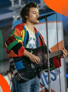 Tennis Skirts, Marine Serre Masks & Harry Styles' Viral Cardigan Are Summer's Top Trends+#refinery29 Harry Styles Baby, Estilo Do Harry Styles, Harry Styles Mode, Harry Styles Fotos, Harry Styles Clothes, Harry Styles Pictures, Harry Edward Styles, Harry Styles Poster, Harry Styles Fashion