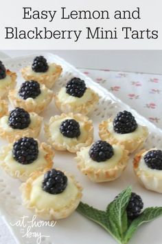 Easy Lemon Blackberry Mini Tarts - no bake and only 4 ingredients; so easy and so delicious! Mini Desserts, Just Desserts, Delicious Desserts, Yummy Food, Plated Desserts, Tart Recipes, Cooking Recipes, Dessert Crepes, Mini Dessert Tarts