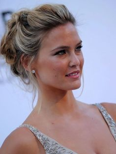 Celebrities Updos Hairstyles Pictures Gallery | Updos for medium length hair by kenya