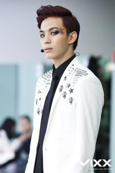 Hongbin has this natural fierceness to him and I love him for it.