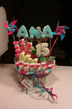 Cesta de chuches y galletas para Ana Marshmallow, Good Food, Presents, Party Ideas, Awesome, Sweet, Desserts, Fun, Parties