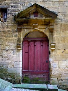 I love love love  this aubergine doorway!