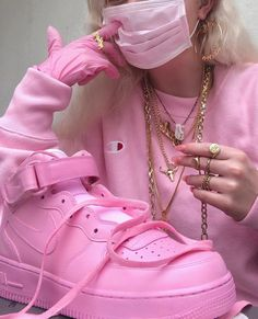 Image about style in pink is the warmest color by one-less Bad Girl Aesthetic, Retro Aesthetic, Aesthetic Clothes, Pink Outfits, Cute Outfits, Fashion Outfits, Pink Fashion, Wallpaper Makeup, Cute Shoes