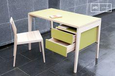 El escritorio con cajones Nöten es un escritorio vintage que se puede colocar en cualquier dormitorio o oficina.