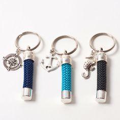 Maritime Schlüsselanhänger mit Metallanhängern und dickem Segelseil.#segelseil #segeltau #segelseilschmuck #maritimerschmuck  #schmuck #diyschmuck #schmuckanleitung #schmuckshop #selbstgemacht #jewelrymaking #schmuckdesign #schmuckideen