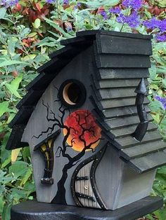 I like these attractive handmade birdhouses and feeders. I like these attractive handmade birdhouses Bird Houses Painted, Bird Houses Diy, Fairy Houses, Decorative Bird Houses, Bird House Plans, Bird House Kits, Homemade Bird Houses, Bird House Feeder, Birdhouse Designs