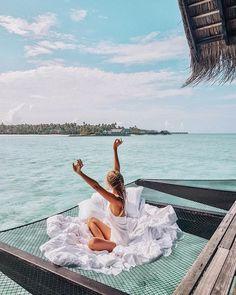 73 тыс. отметок «Нравится», 892 комментариев — Leonie Hanne (@ohhcouture) в Instagram: «Morning stretch in paradise... ☁️ @ooresorts @lindafarrow #Maldives»