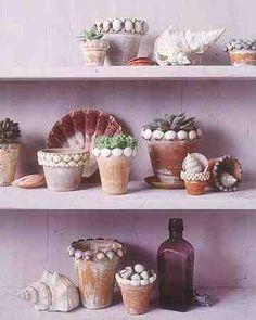 Gluing seashells onto a terra-cotta flowerpot creates an original outdoor decoration that's sure to impress.