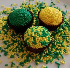 Brigadeiro é sempre uma ideia deliciosa, ainda mais decorados para a #copa2014!!