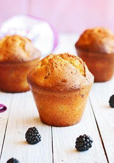 #muffins de #chocolate blanco y #moras  #receipes #recetas  #chocolat #blackberry #bakery #bolleria #desayuno #breakfast