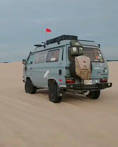 Cruising around and enjoying the van life in the desert. Source by beaterger Related posts: The Real Costs of Vanlife Aus dem Leben / Camping Vanlife Customs: Sprinter Custom Pull Up Bar modern eclectic vanlife inspiration Vw Camper Bus, 4x4 Camper Van, School Bus Camper, Vw T, Volkswagen Bus Interior, Van Toyota, Vw Lt 28, Vans Vw, Transporter T3
