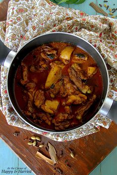 SRI LANKAN CHICKEN CURRY. A lip-smacking, firecracker of a chicken curry. This Sri Lankan curry is redolent with aromatic spices, curry leaves and coconut milk
