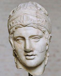 Cabeza  de  Ares,obra de Alcamades,fue un escultor griego del   primer clasicismo en el siglo V ac.